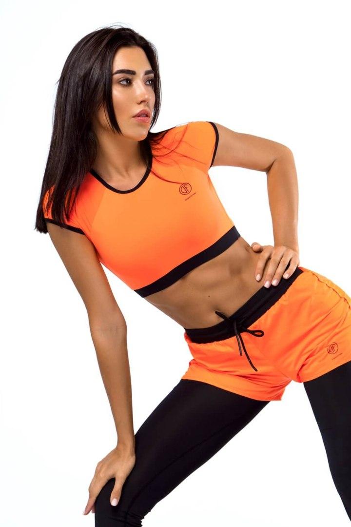 Женский топ в форме кроп-футболки