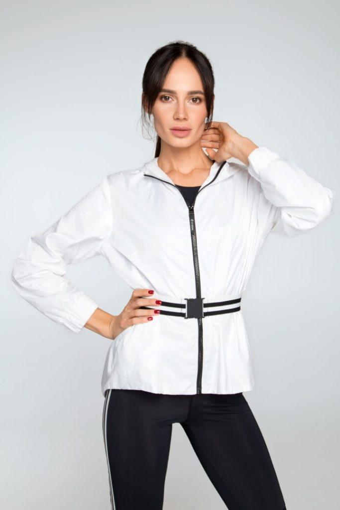 Женская белая ветровка для спорта и фитнеса