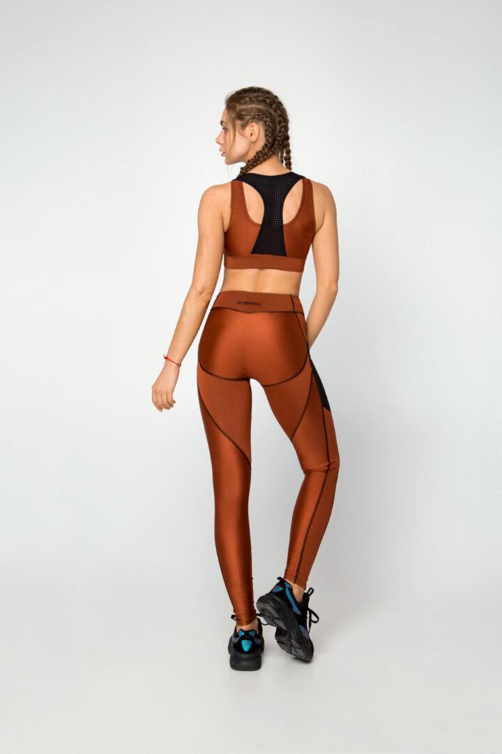 Спортивный женский комплект состоящий из леггинс, лосин и топа