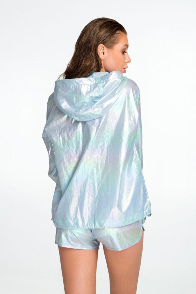 Спортивная женская куртка, ветровка