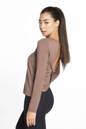 пуловер с длинными рукавами