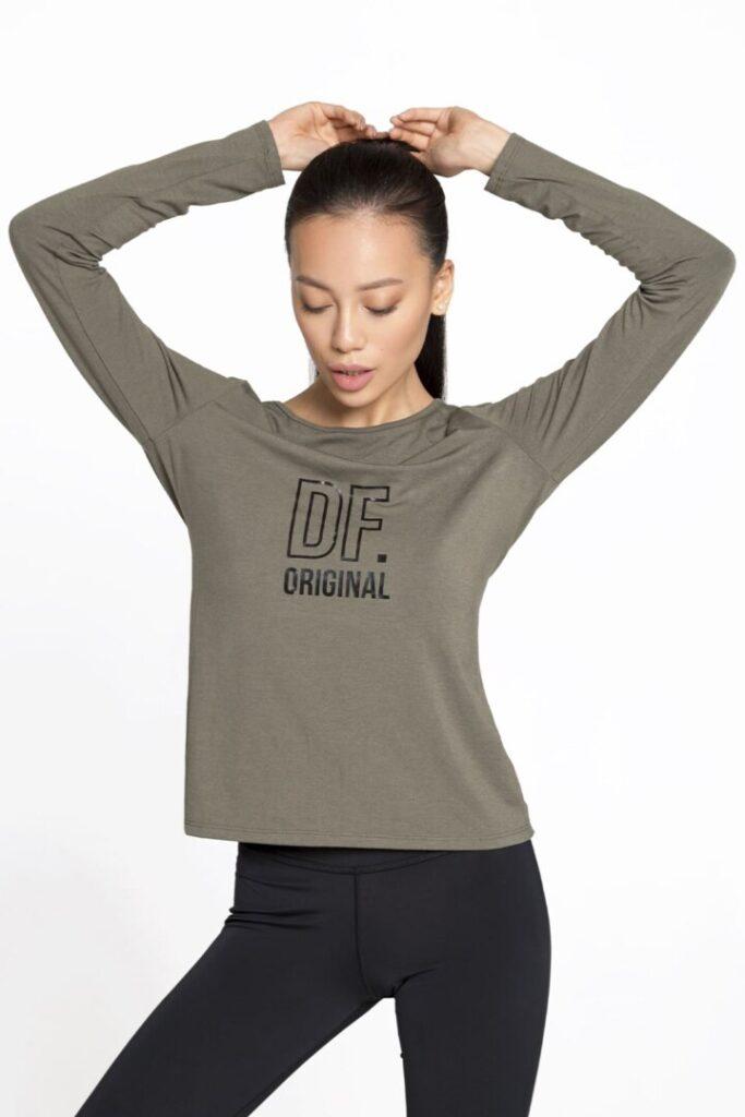 женский спортивный пуловер с рукавами