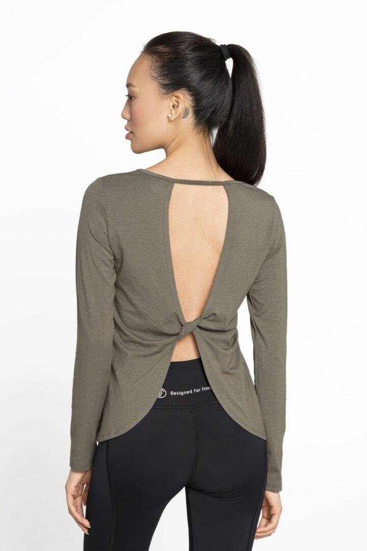 пуловер с открытой спинкой