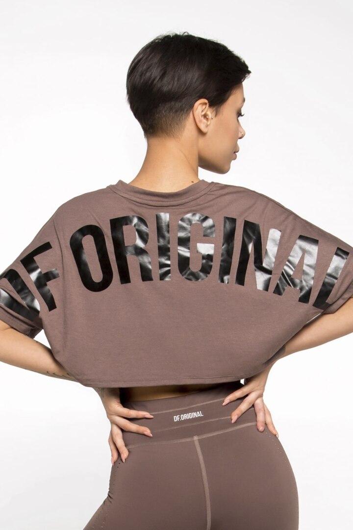 Женская футболка с логотипом , укороченная длинна