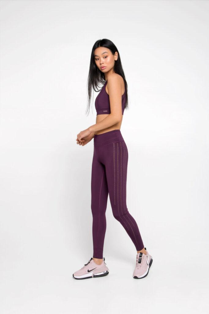 Новый комплект спортивной одежды, леггинсы и топ