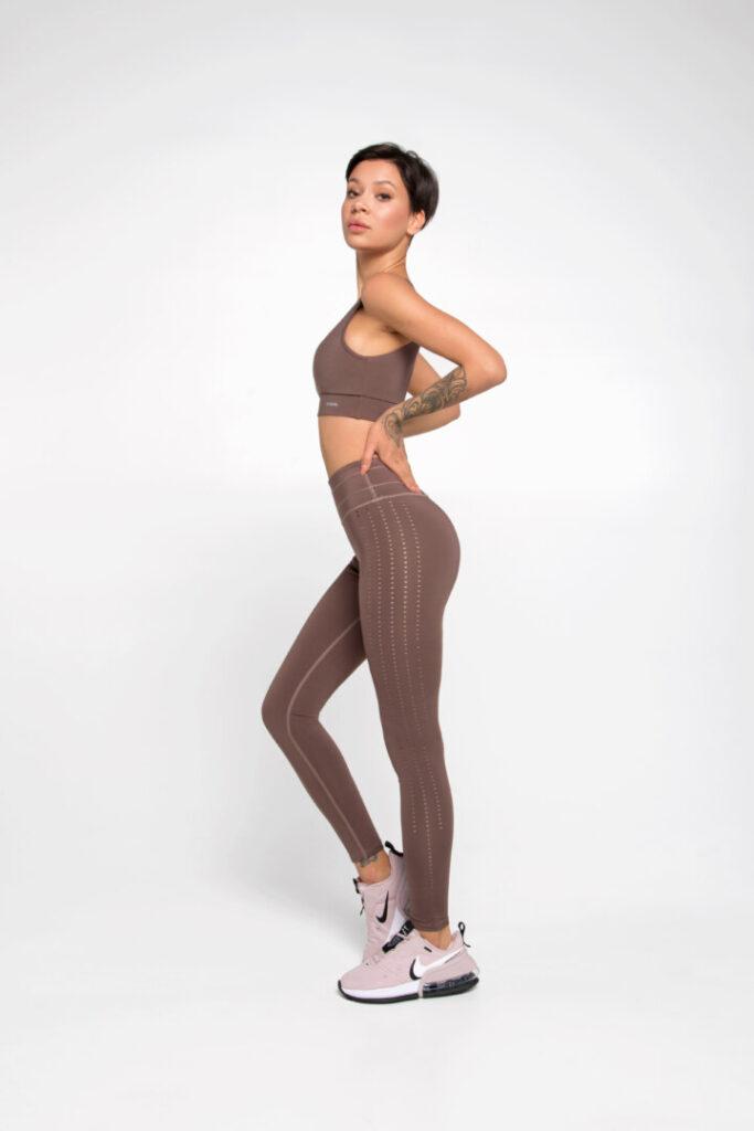 Женственная и универсальная спортивная одежда DF